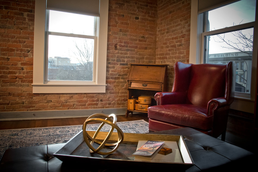 The Corner Suite - Living Room