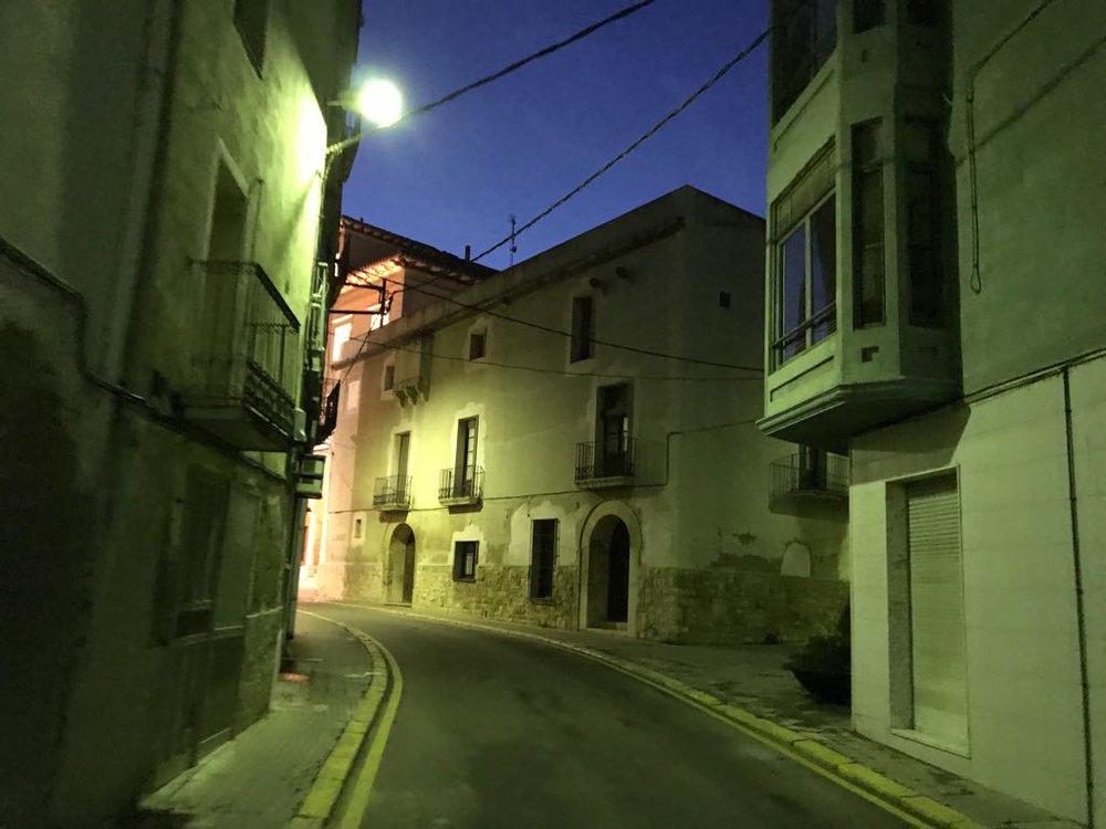 En esta calle justito, que está nada más entrar en el pueblo.