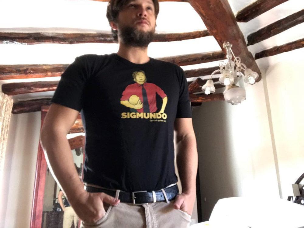 camisetasigmundo.jpg