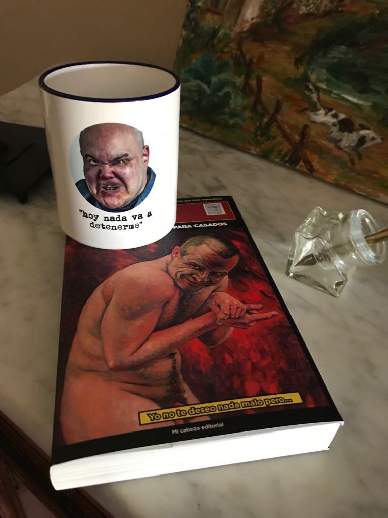 taza y libro.jpg