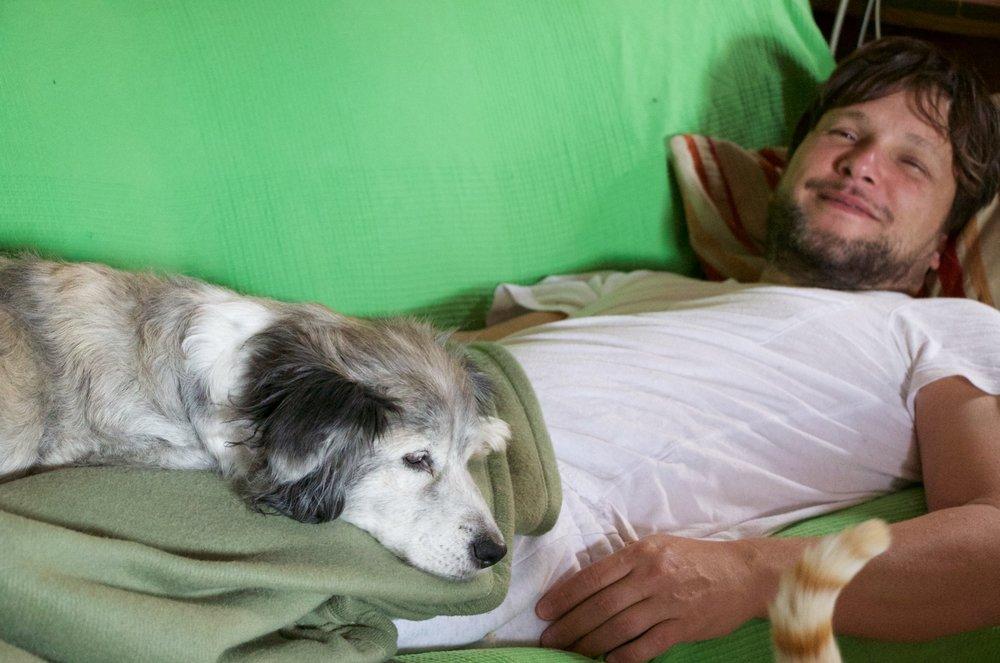 Me hice escritor para que nunca faltara la hora de la siesta en mi vida.