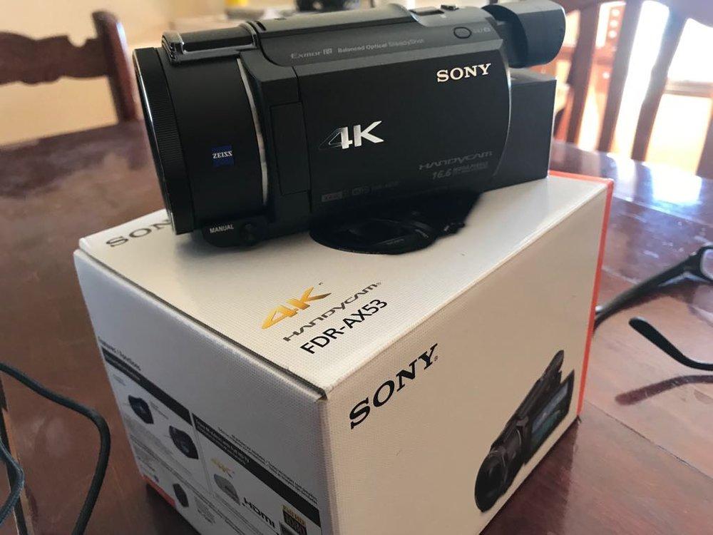 Quiero hacer más cosas en video y Svieta tiene mi Canon 7D Mark III superocupada con su canal de cocina.