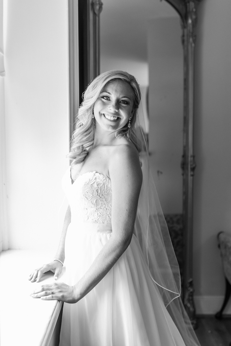 brielle-davis-events-frozen-in-time-photography-springfield-manor-wedding-bride-black-and-white.jpg