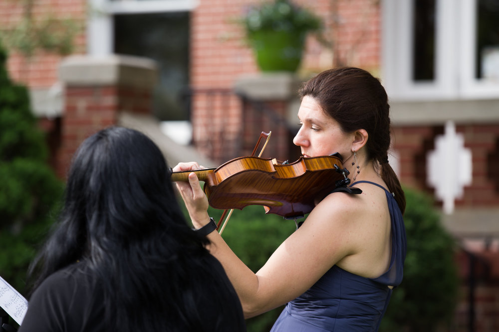 julie-dicarlo-photography-kentlands-mansion-wedding-brielle-davis-events-grooms-sister-playing-violin.jpg