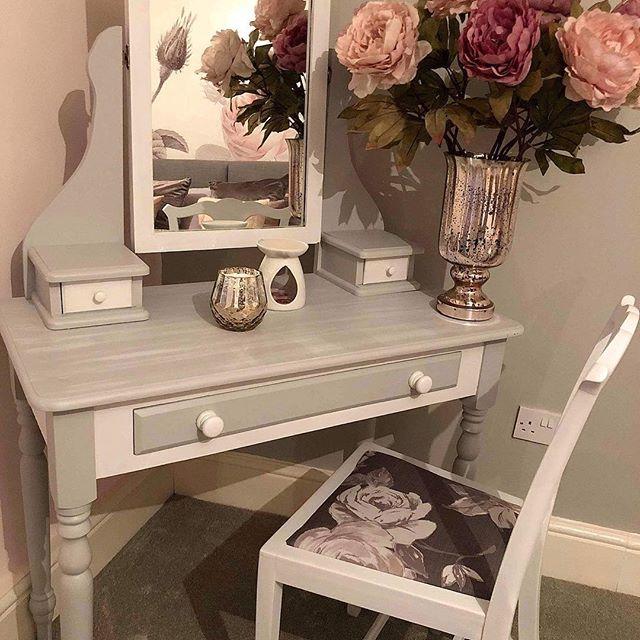 Simply beautiful! #interiordesign #interiordesing #dressingroom #dressingtable #upcycled #furnituredesign #vintagefurniture #beautiflhomesofinstagram #beautifulhome