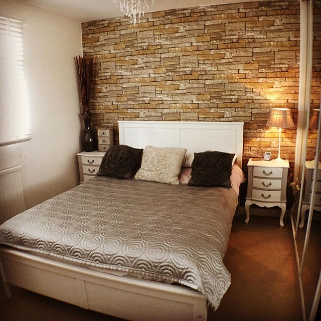 Love the transformation from simple brick effect wallpaper #homesweethome #interiordesign #dreaminteriors #brickwallpaper #wallpaper #interiorstyling #homedecor #homedesign #homeideas #homestaging #homeinspiration #welldressedhome