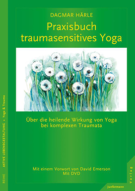 - Praxisbuch Traumasensitives Yoga:The practice book I`ve written for patients. So far only in German. With DVD and TSY Sequences.