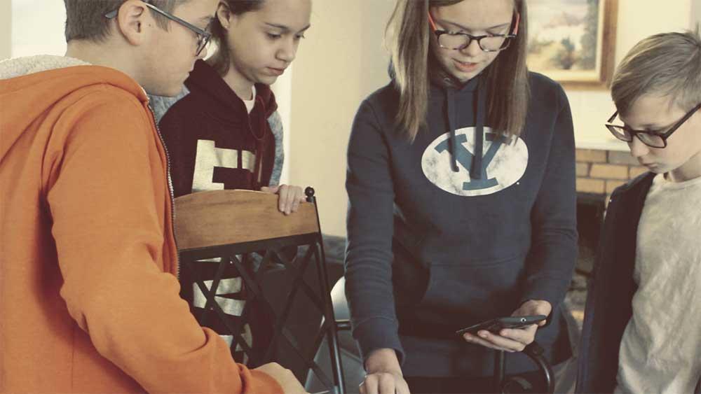 kids-working-group.jpg