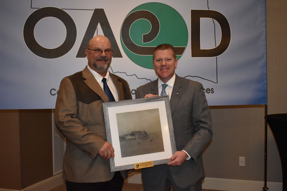 OACD President Jimmy Emmons presents Rep. Mike Sanders with the OACD Legislator of the Year at the 2018 OACD State Meeting.