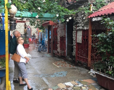 Carol and Pete exploring  Callejon de Hamel