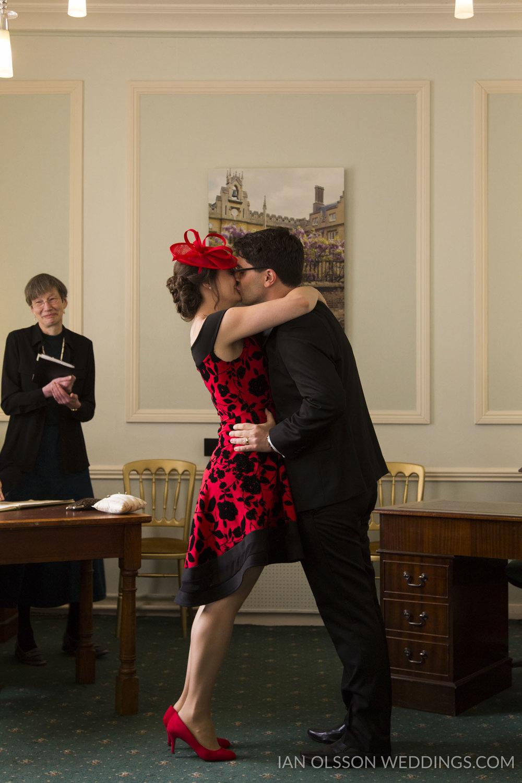 Shire Hall Cambridge Registry Office Wedding B&M | Photo: http:/