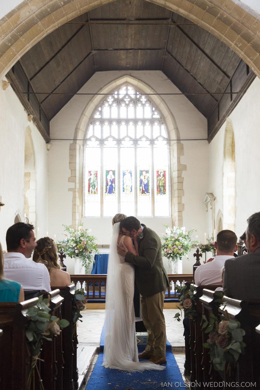 Holy Cross Yelling Wedding   Photo: https://www.ianolssonwedding