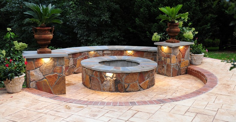 fire-pit-seat-wall-stamped-concrete-salzano-custom-concrete_74352
