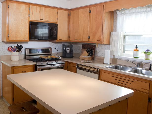 H2DSW206_50716-2006-old-kitchen-cabinets_s4x3_lg.jpg