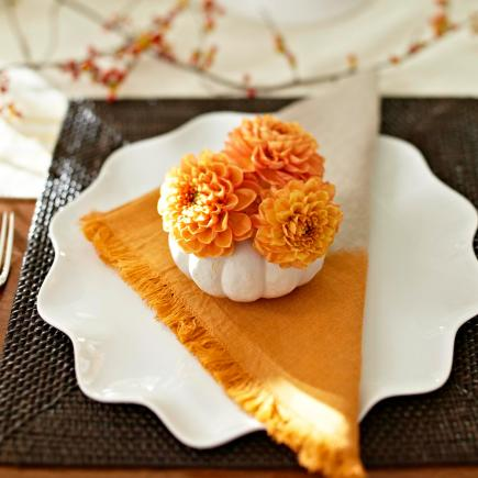 table setting fall decor