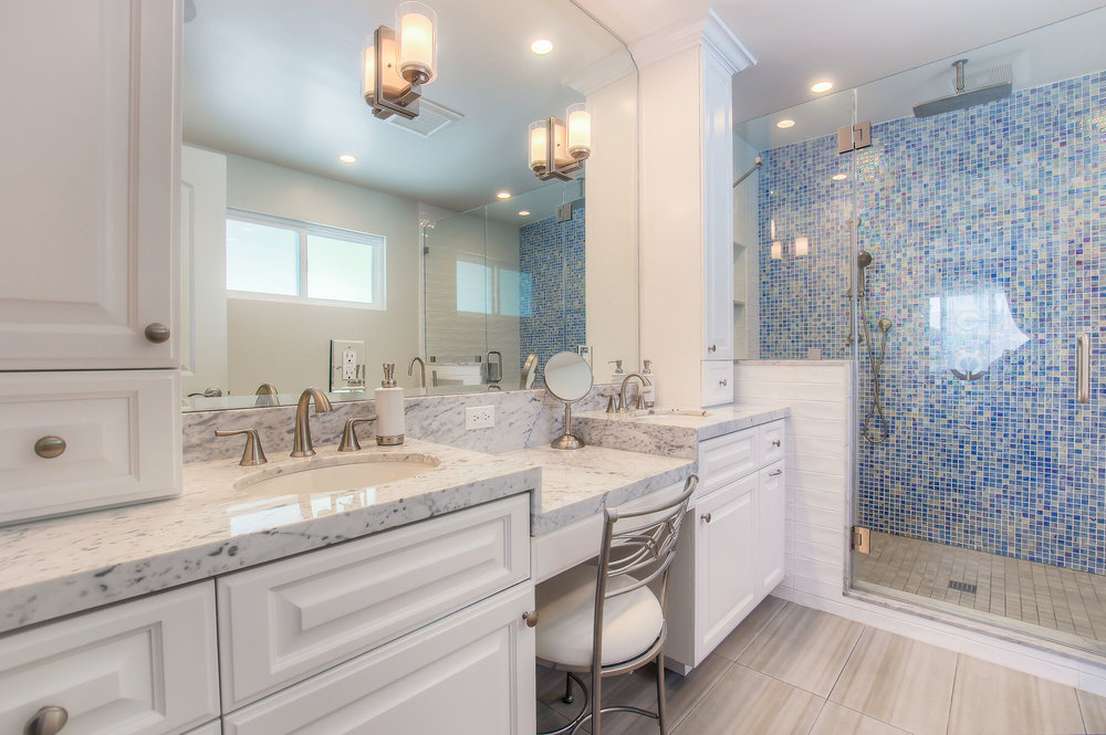 Traditional master bathroom in Sherman Oaks.