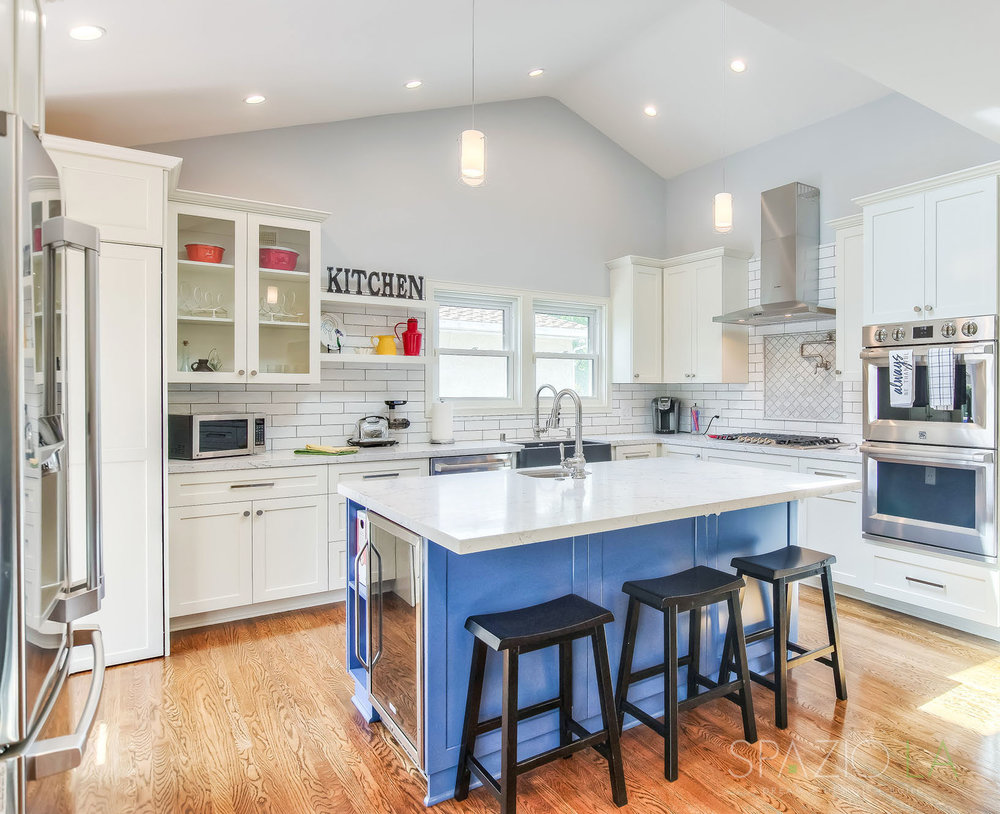 Pet friendly cottage kitchen in Valley Village | SPAZIO LA