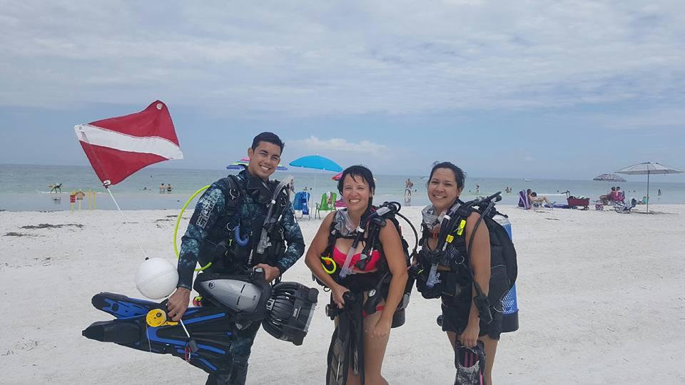 beach diving 2 girls.jpg
