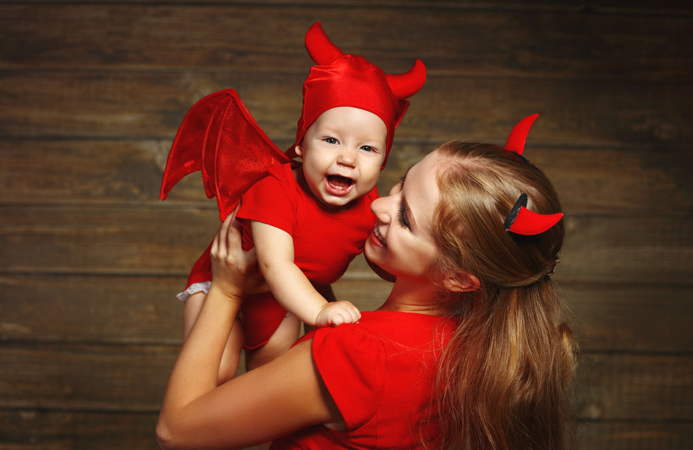 Holiday preparations are underway! And for all of the nursing moms out there, the Breastfeeding Mama's Halloween Survival Guide is here. From costume choices to whether or not it's okay to drink alcohol or eat sugar while breastfeeding; this guide has all of the tips and tricks every new mom needs to get through the Halloween season. #breastfeeding #nursingmama #halloween #breastfeedingtips