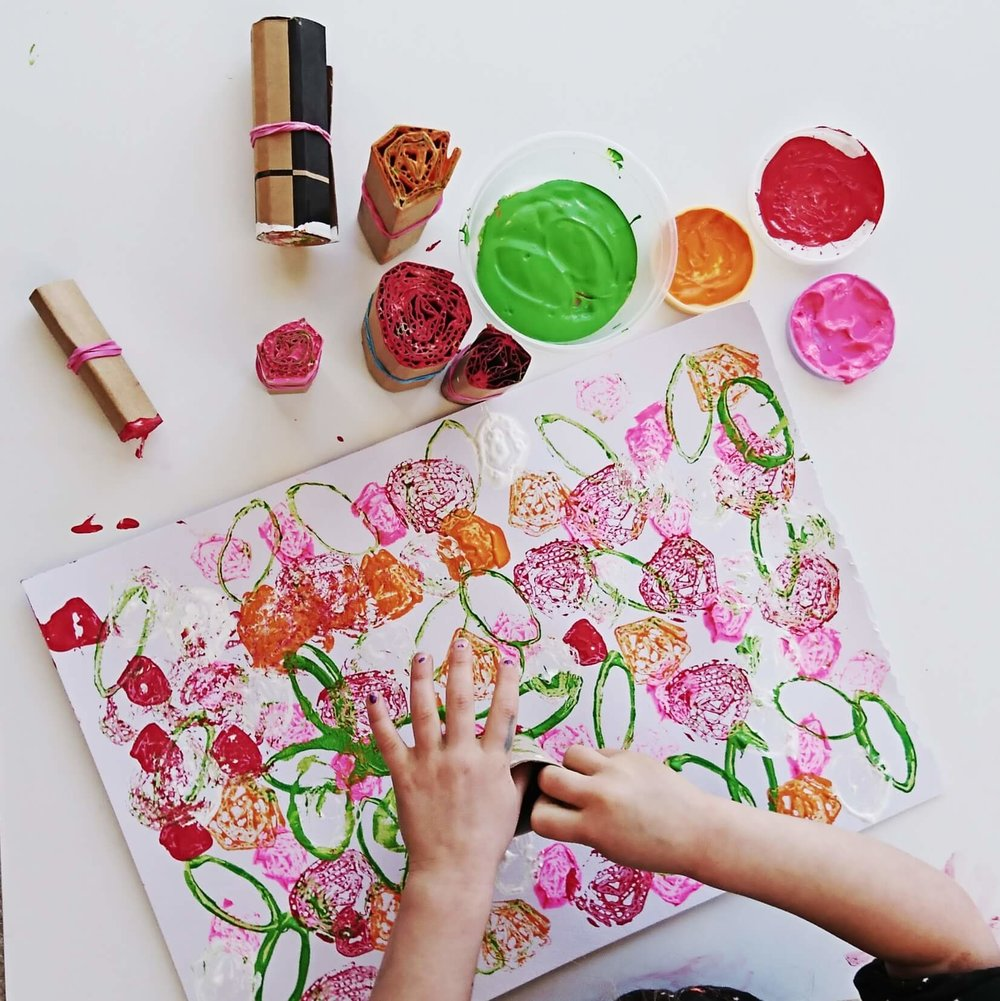 flower stamping preschoolers