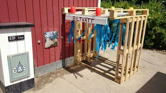 Pallet car wash play area