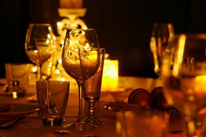 CandleLit-Dinner-Romance-Tips.jpg