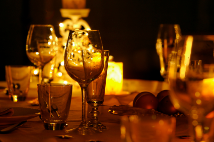 CandleLit-Dinner-Romance-Tips.jpg