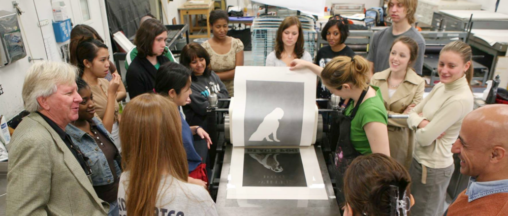 """GMU students and faculty printing Bill Dunlap's print, """"Dog in the Fog,"""" October 2007"""