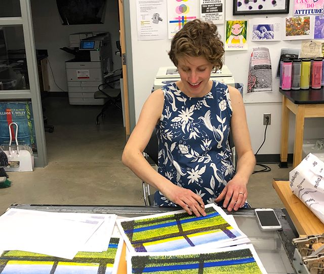 The amazing Anne Smith is here editioning new Riso prints at GMU for Off The Wall!  #risopolis #printmaking #AnneSmith #GMU #TEN09 #NavigationPress