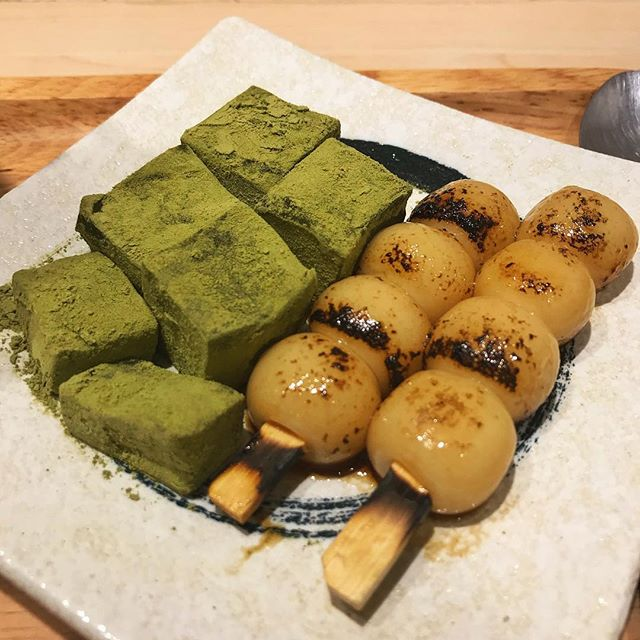 Genmaicha warabi mochi and aburi shiratama. A taste of Japan after coming back from Japan 😋 Also I love genmaicha so it's hard to resist hahaha. Anyway this is a throwback so I'm not sure if it's still available now, I've been eating so much that I have a backlog of food photos 😂😂