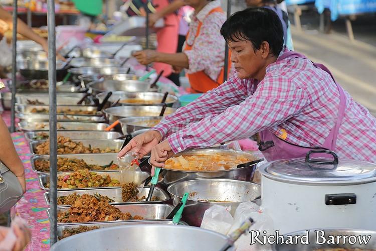 Image source:http://www.mythailandphotos.com/cha-am-night-market/