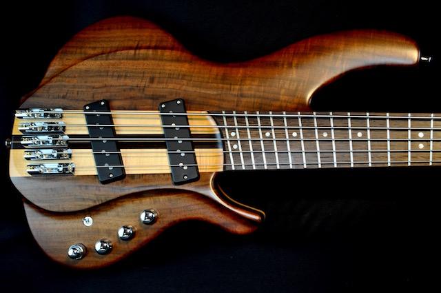 Torzal_Guitars_Neck_Thru_Bass_Content_640.jpg