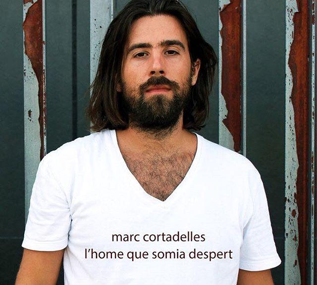 Us presentem a @marccortadelles , artista de Reus que publicarà el seu nou disc amb Quimera Records. T'animem a comprar-lo anticipadament en la campanya de micromecenatge, també hi ha cervesa artesana del Priorat!!! 🍻🔝👉http://vkm.is/somiodespert