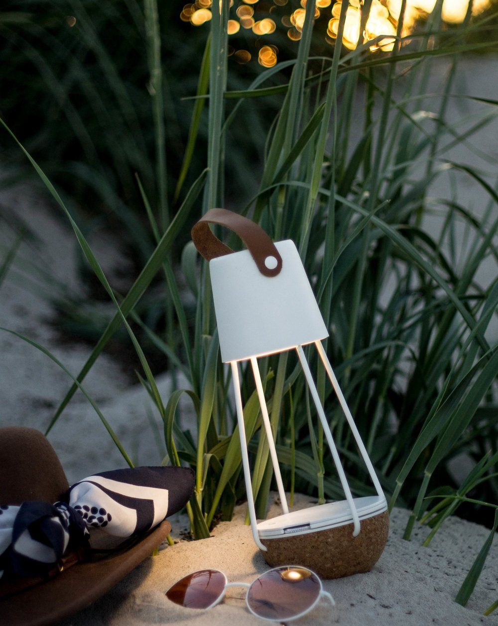 Buoy Lamp - Portable & rechargeable lights to the nature.