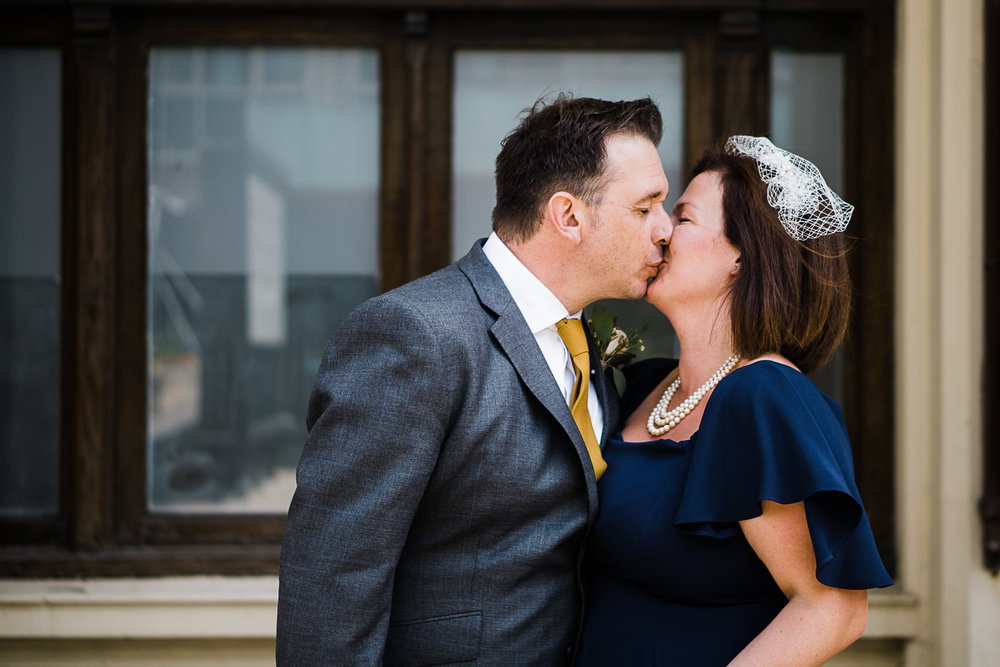Brighton wedding kiss at Town Hall