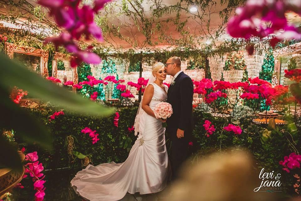 Casamento Ana Flavia e Junior Aconteceu em 17/12/2016   VER MAIS →