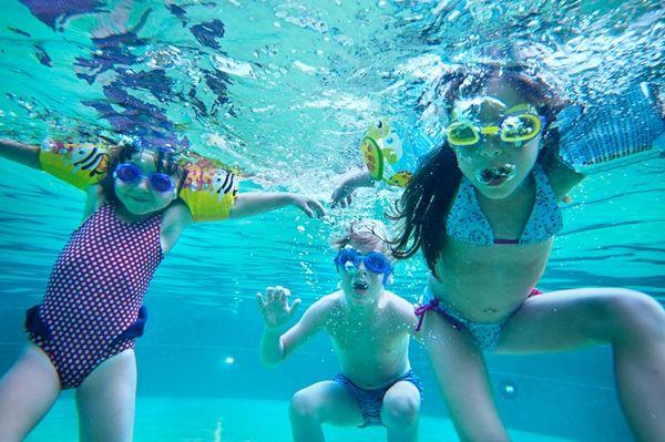 brincadeira-piscina-hoteis-costa-norte.jpg