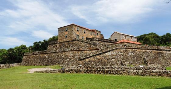 Famosa fortaleza de São José da Ponta Grossa, no norte de Florianópolis. Imagem: G1.