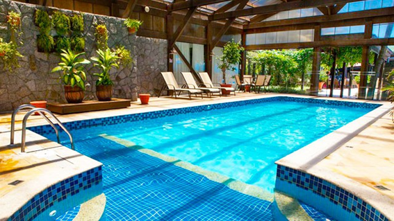 A incrível piscina aquecida do Hotel Costa Norte Ingleses.