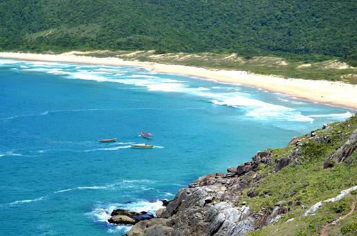 A praia da Lagoinha oferece vistas incríveis. Imagem: reprodução / Pinterest.