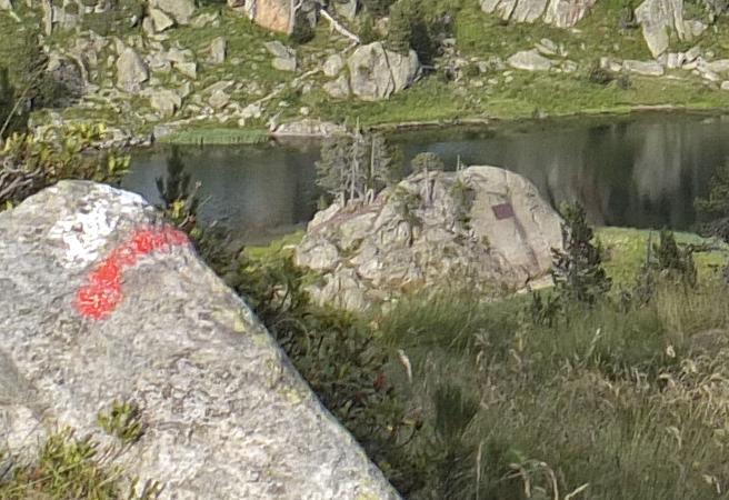 GR11 ou Sentiers de Grande Randonnée - Il traverse les Pyrénées et traverse le Circ de Colomèrs, le refuge est généralement la fin et le début de l'étape. Depuis Espitau de Vielha (7h)