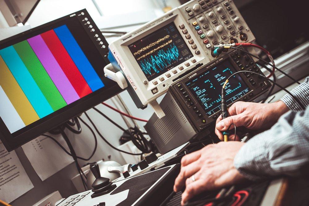 EL OG AUTOMATION   • Elektronisk skematisk design (EPLAN) • PLC-programmering Siemens, Rockwell, Schneider Electric, Omron • HMI og SCADA programmering