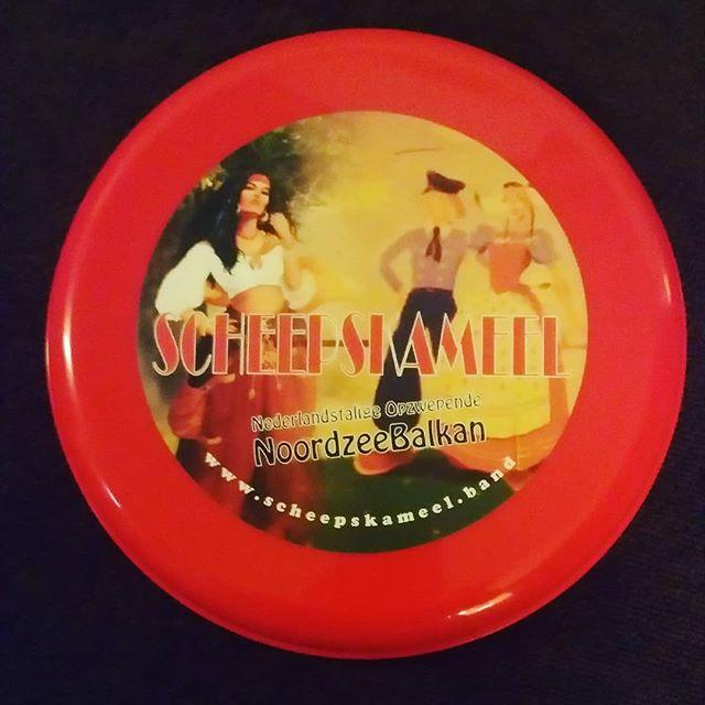 Het eerste officiële Scheepskameel merchandise item: de Scheepskameel frisbee! Ter verbetering van de conditie waardoor daarna weer harder en langer gefeest kan worden! Vanaf  11 Augustus verkrijgbaar!!