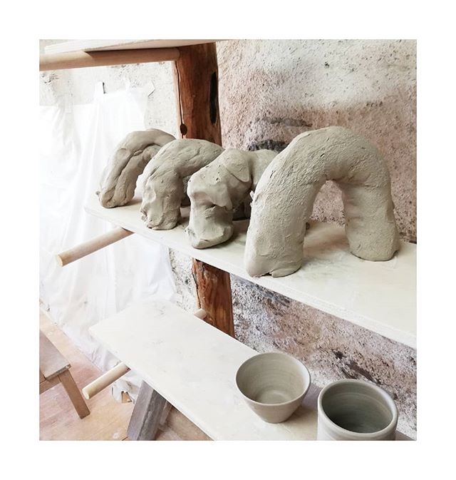 🌈 Clay Rainbows 🌈  A simple technique to recycle used|wet clay. The rainbow shape  guarantuees the even drying process of the whole clay body. Raw clay can be re-used over & over again, one of the many things I love about it. 💛  #clay #recycling #drying #throwbacktofrance #studiolife #handmade #ceramics #pottery