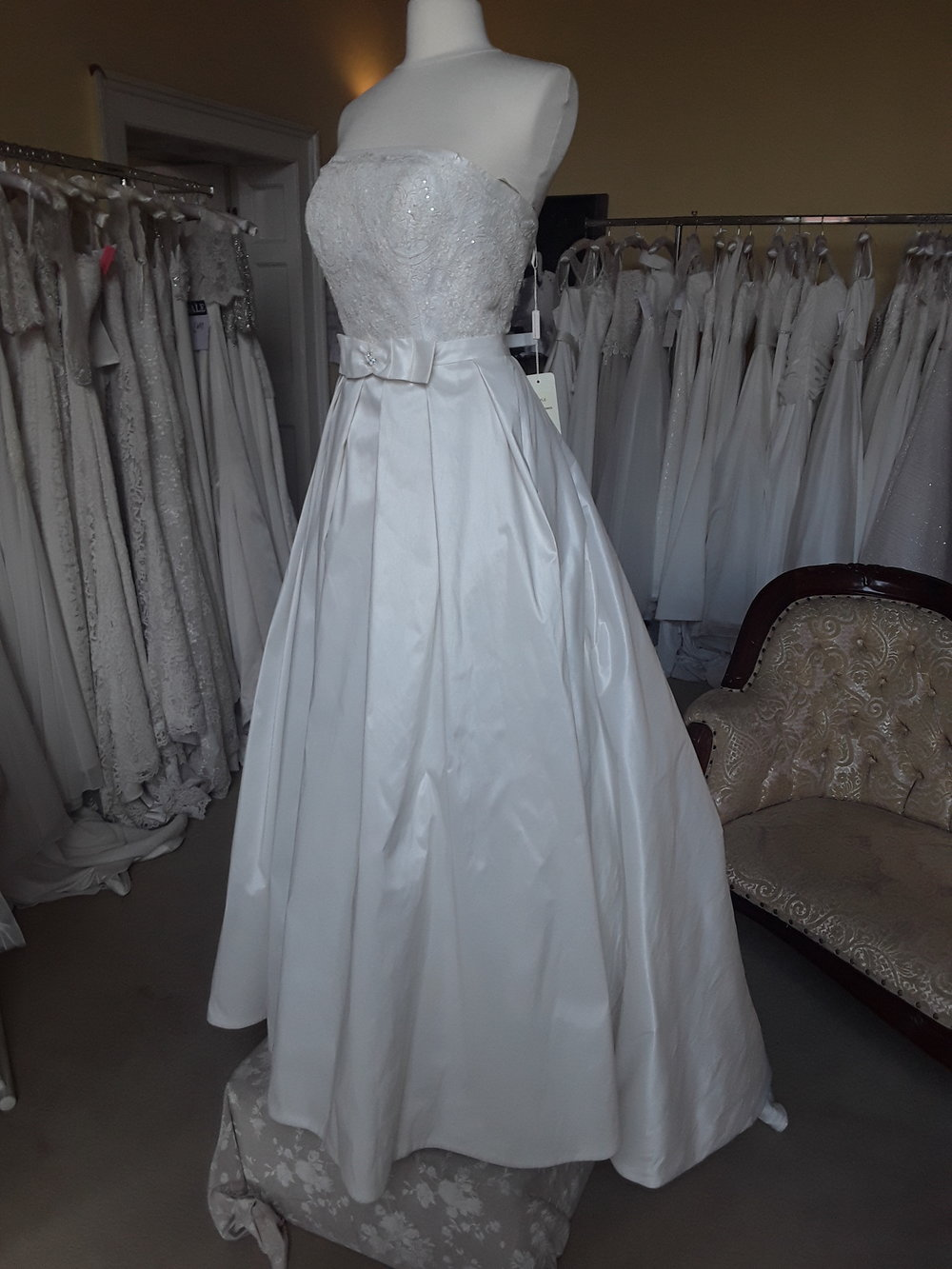Charlotte Balbier A-line Taffeta Dress  Colour: Ivory  Size: 10  Was €1,399 now €499  Ref: E101