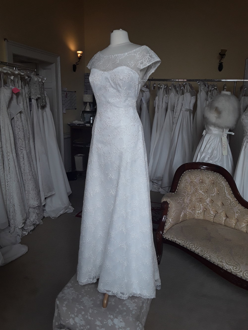 White Rose Lace Dress  Colour: Ivory  Size: 16  Was €1,495 now €900  Ref: E109/Angelina