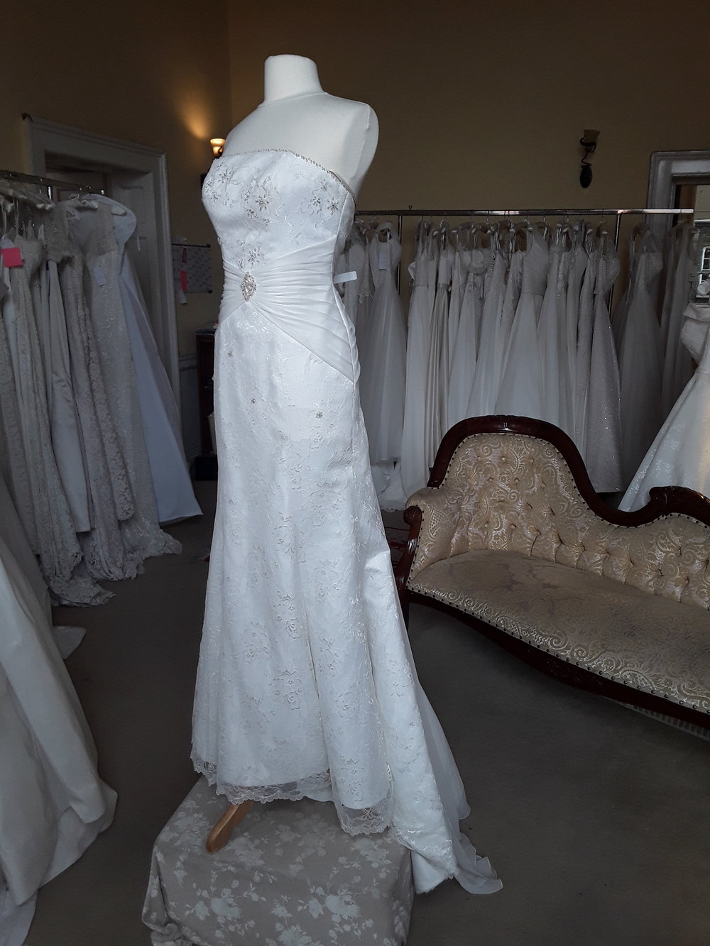 CHARLOTTE BALBIER LACE MERMAID DRESS  SIZE: 10  COLOUR: IVORY  €499  Ref: E114