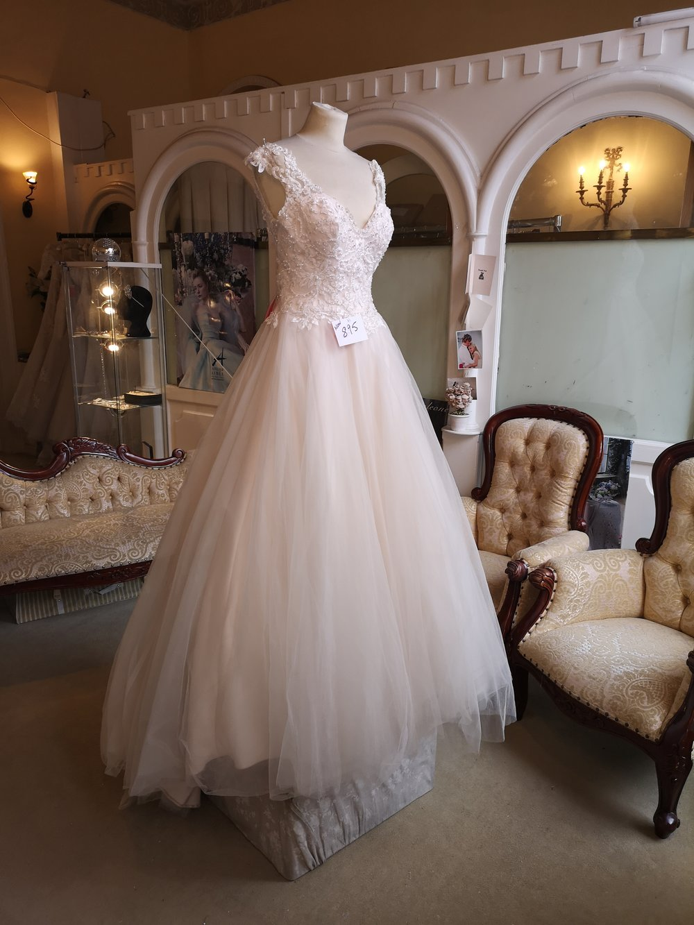Ella Rosa A-line Tulle Dress  Colour : Blush  Size: 8  Was $1,595 now €895  Ref: E102