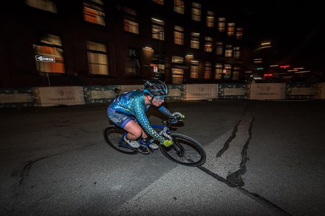Last week, third-year Formula Femme rider packed her bike, flew to San Francisco, and raced @missioncrit for the second time. Landing a kickass 17th place, she achieved both of her goals for the race: finish top-20, and stay rubber side down. ✨ Photo: @jeffvsphoto. Here's what she had to say: . . I went into #missioncrit6 feeling pretty nervous about how a long, cold season of indoor training would translate to a fast-paced race environment with some of the top fixed riders around. But after finishing 8th in my qualifying heat, I felt more confident knowing I could hang in with the front group (even if my legs were totally toast by the end!). The race itself reminded me why I love doing this: whipping around corners at top speeds, pushing your bike and your body to their limits, working with other racers, and hearing the crowd cheer you across the finish line. I'm pretty happy with how I finished, but I definitely need to work more on those hairpins! Huge shoutouts to my teammate @stef_y_lai for the emotional support (and actual physical support of barriers which almost fell over in the wind 😝), @missioncrit for a flawlessly executed race day, and @machinesforfreedom and @thirdlove for sponsoring the main event! This was an incredible experience and I can't wait to do it again next year #ffyeah