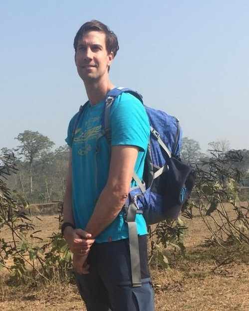 I am Arjen. I have had the opportunity to see with my own eyes the impact the projects of 6° have on the lives of the women in Nepal. I gladly put on my running shoes in support of these women.  Ik ben Arjen. Heb met eigen ogen in Nepal kunnen zien, hoe de steun en de projecten van 6° een verschil maken. Ik trek graag mijn schoenen aan om de dames een handje te helpen.